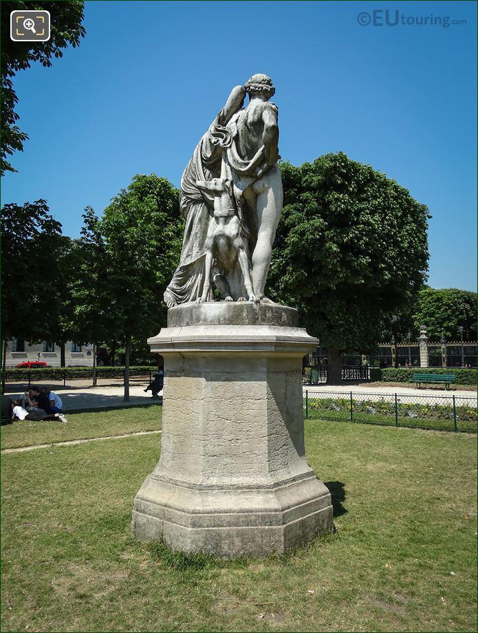 Back Of La Nuit Statue Paris