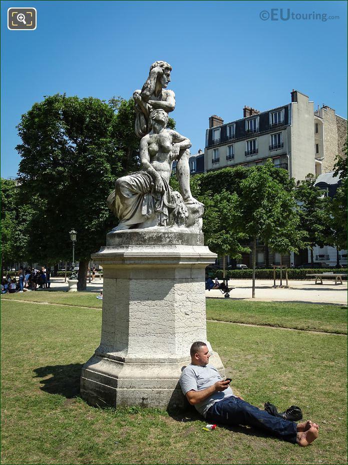 Jardin Des Grands Explorateurs Statue Le Crepuscule