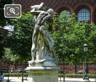 Le Jour Statue In Jardin Des Grands Explorateurs