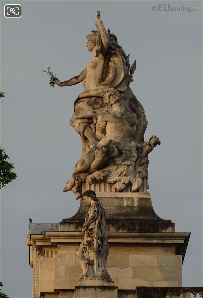 LHS La Paix Statue On Grand Palais