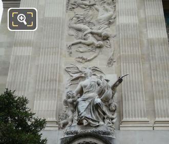 Grand Palais La Musique Statue