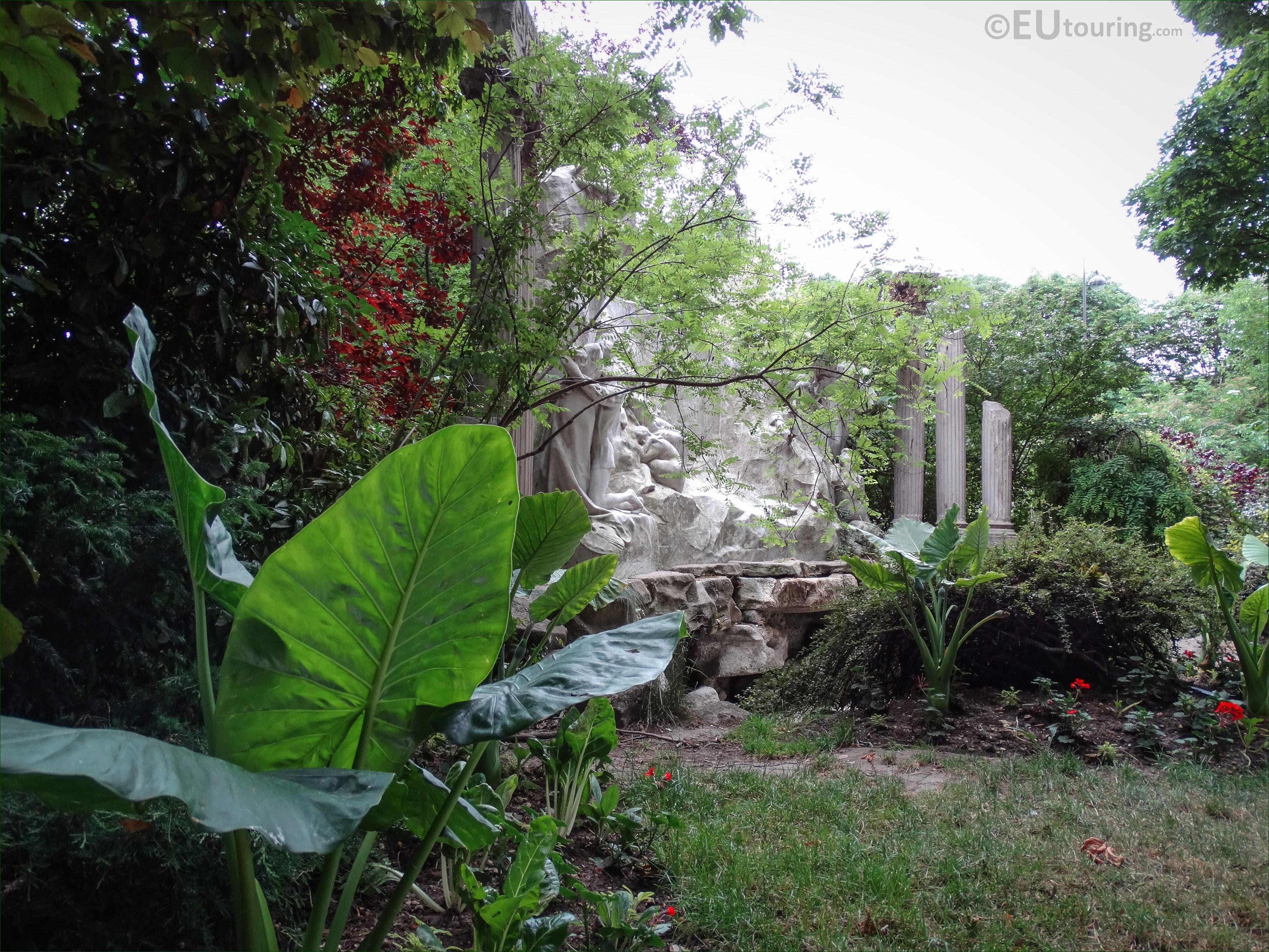 photos of le reve du poete in jardin de la nouvelle france. Black Bedroom Furniture Sets. Home Design Ideas