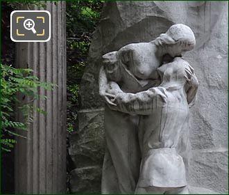 LHS Le Reve Du Poete Monument