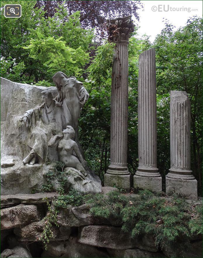 RHS Le Reve Du Poete Monument