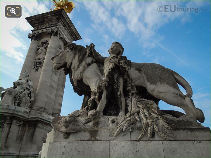 Lion a l'Enfant Statue Pont Alexandre III