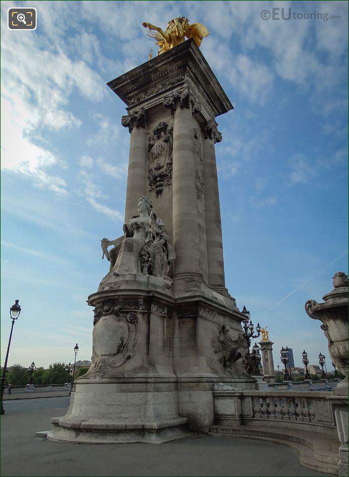 Pont Alexandre III La France Contemporaine Statue