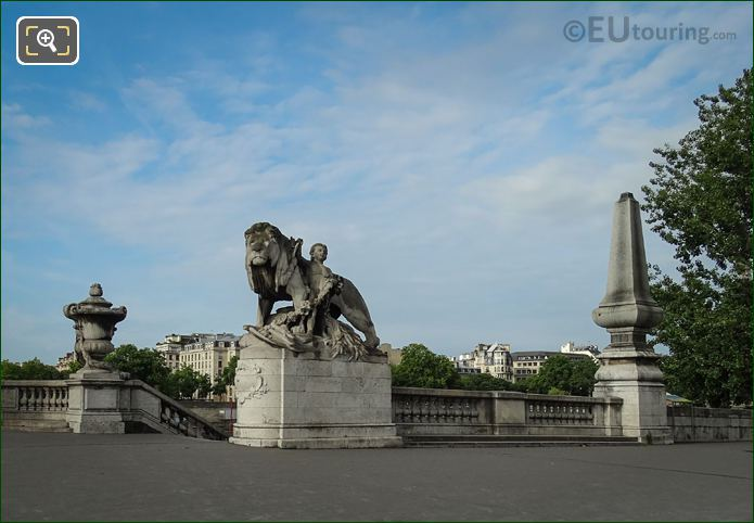 Lion a l'Enfant Statue Pont Alexandre III NW Corner