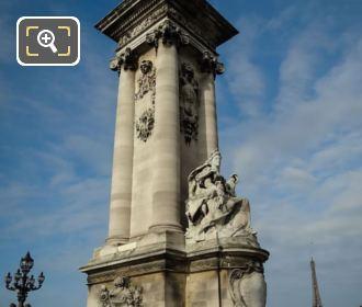La France Contemporaine Statue On NW Column