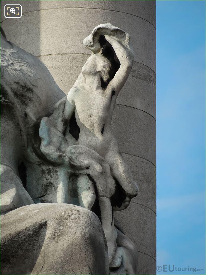 Smaller Statue On La France Contemporaine