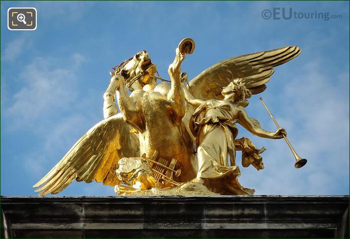 Golden Pegasus Horse Statue Renommee Des Arts