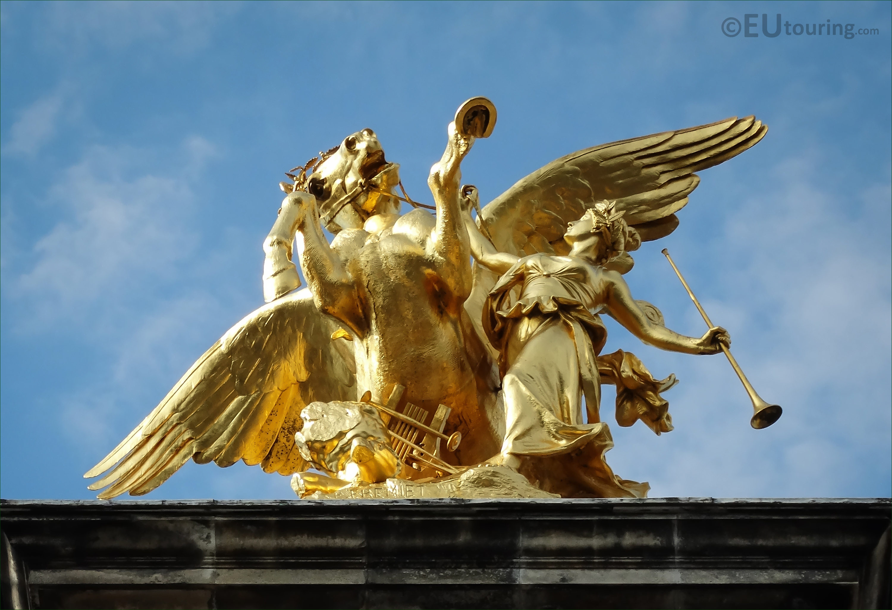 photos of renommee des arts statue on pont alexandre iii