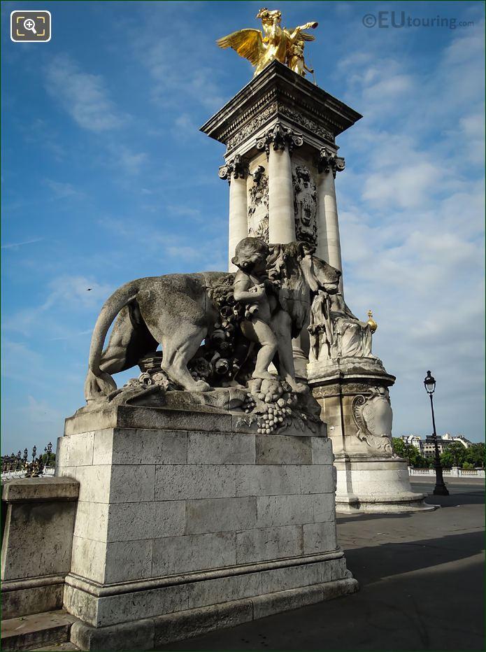 Lion a l'Enfant Statue Pont Alexandre III NE Corner