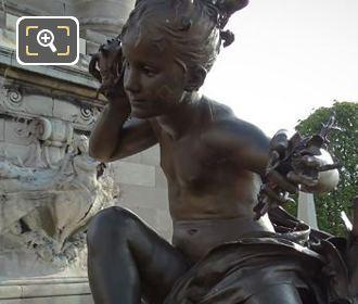 Fillette a la Coquille Statue Pont Alexandre III