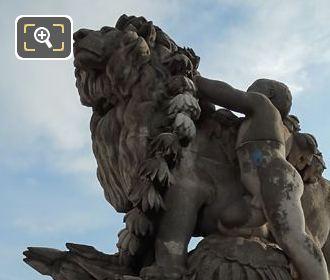 Lion Conduit Par Un Enfant Pont Alexandre III SE Corner