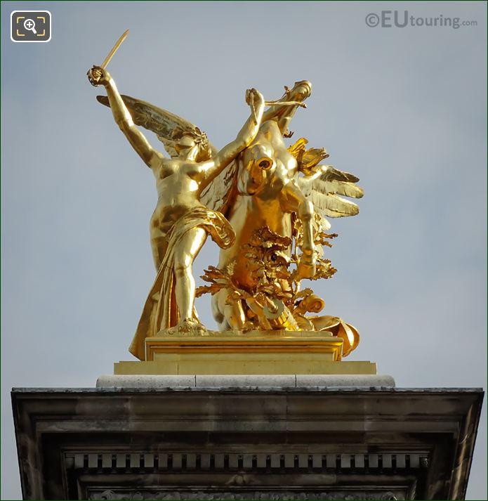 Pont Alexandre III Statue Renommee Du Commerce