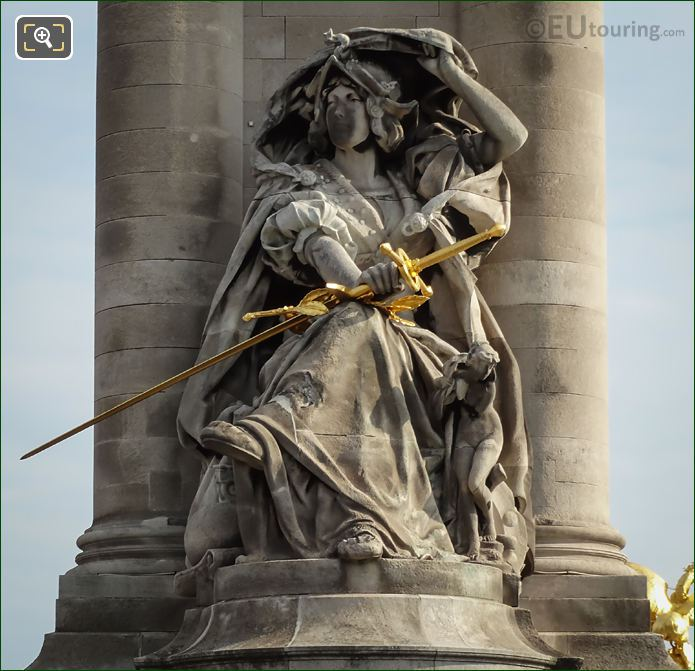 Golden Sword On France De La Renaissance Statue