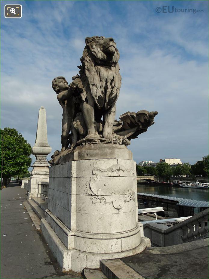 Lion Conduit Par Un Enfant Statue Pont Alexandre III SW