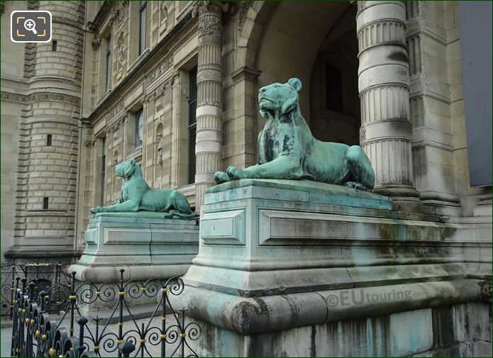 Lion Statues On Aile Flore Paris
