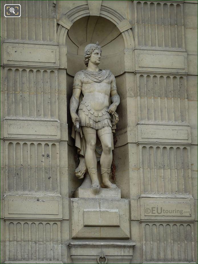 Castor Statue On Aile De Flore