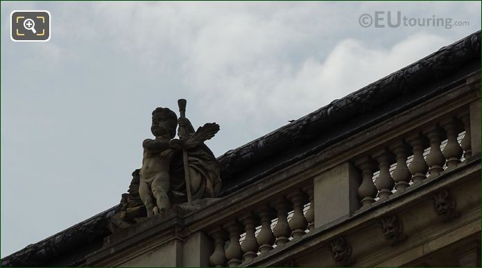 Victoire Statue On Pavillon Des Etats At Musee Du Louvre