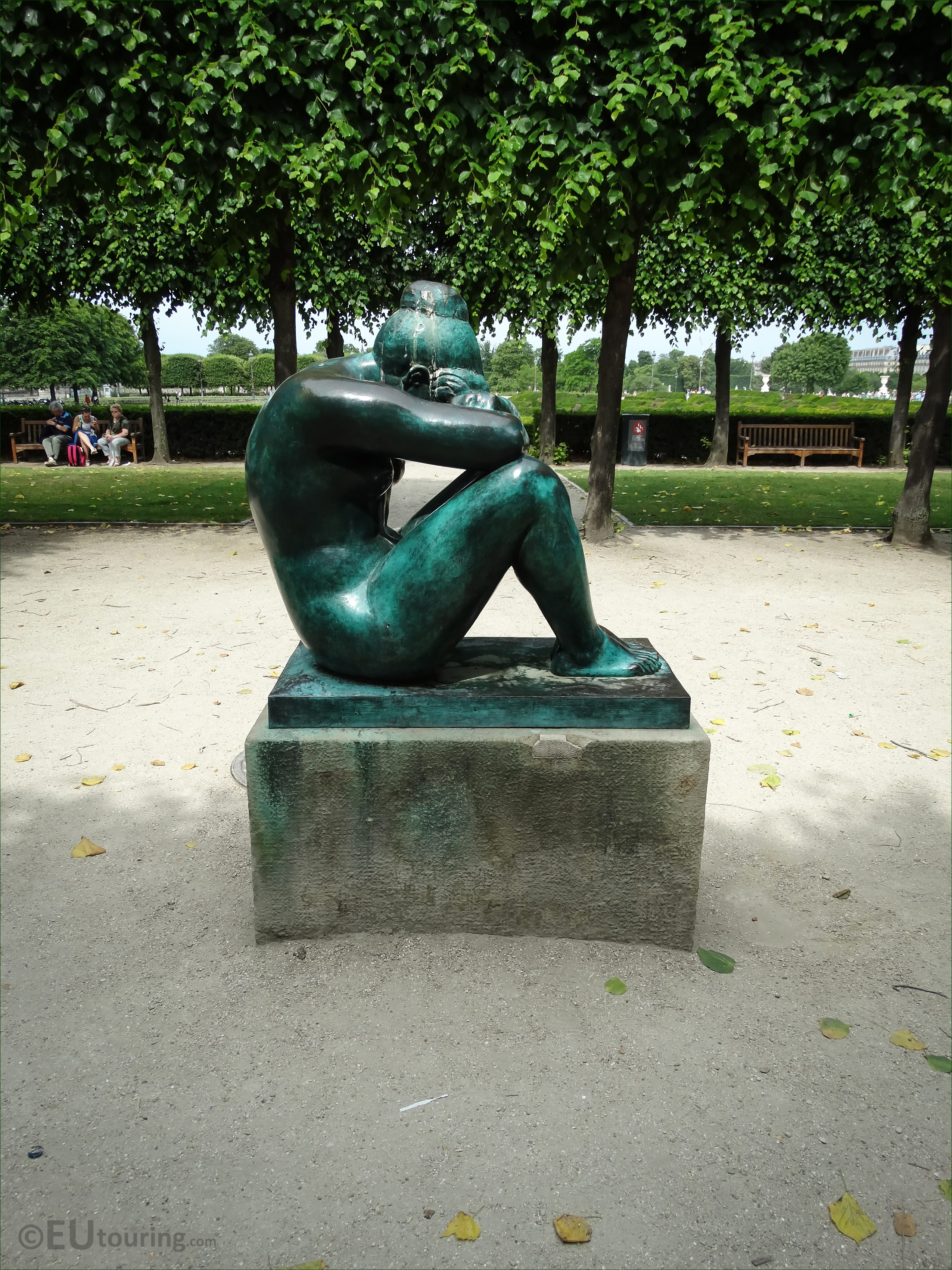 photos of la nuit statue by aristide maillol in tuileries. Black Bedroom Furniture Sets. Home Design Ideas