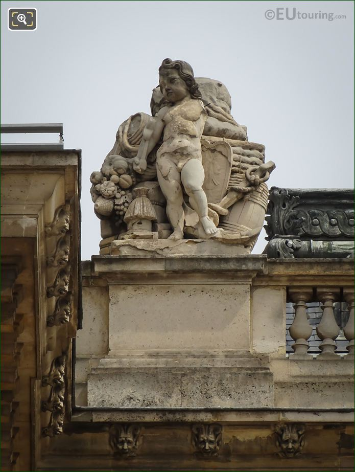 Le Commerce Statue By Sebastien Delarue