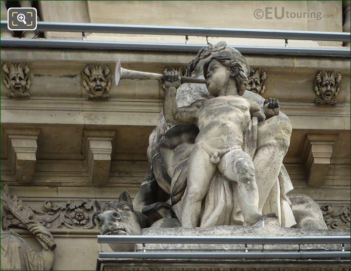 La Guerre Statue On Pavillon Richelieu
