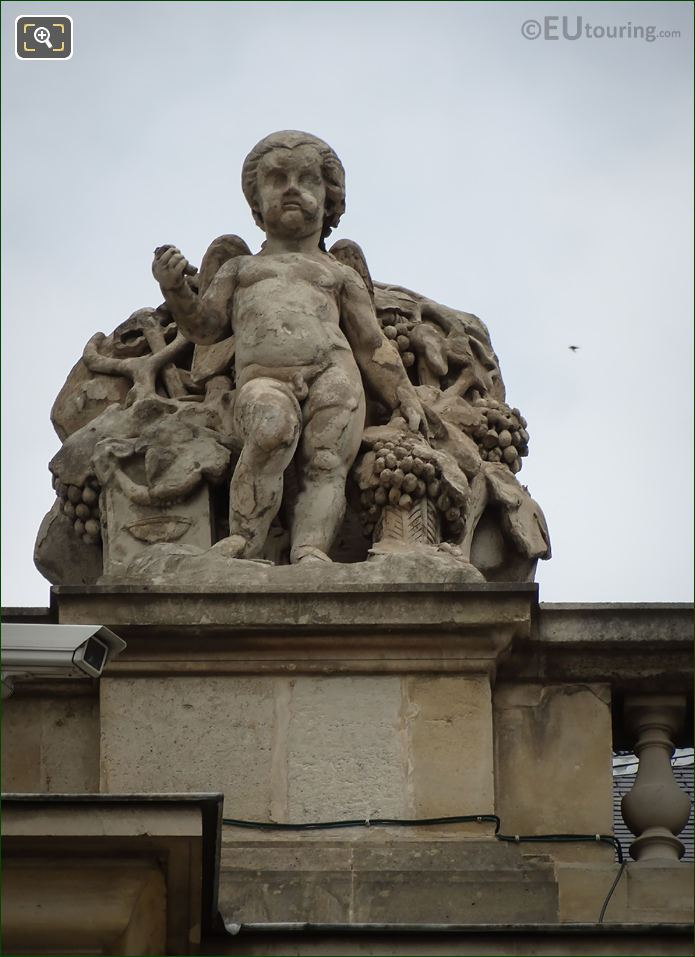 La Vendange Statue On Rotonde De Beauvais