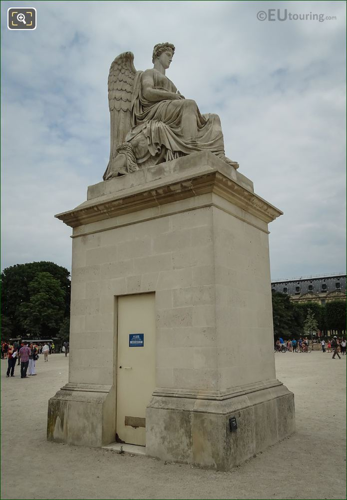 The History Statue Place Du Carrousel