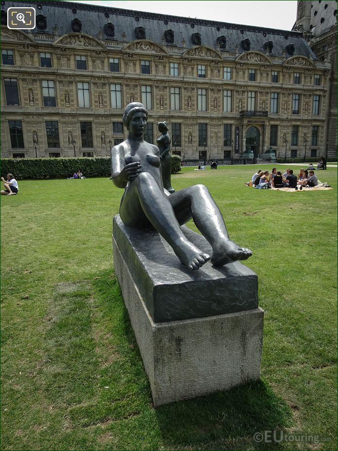 Jardin Du Carrousel La Jeune Fille Allongee Statue