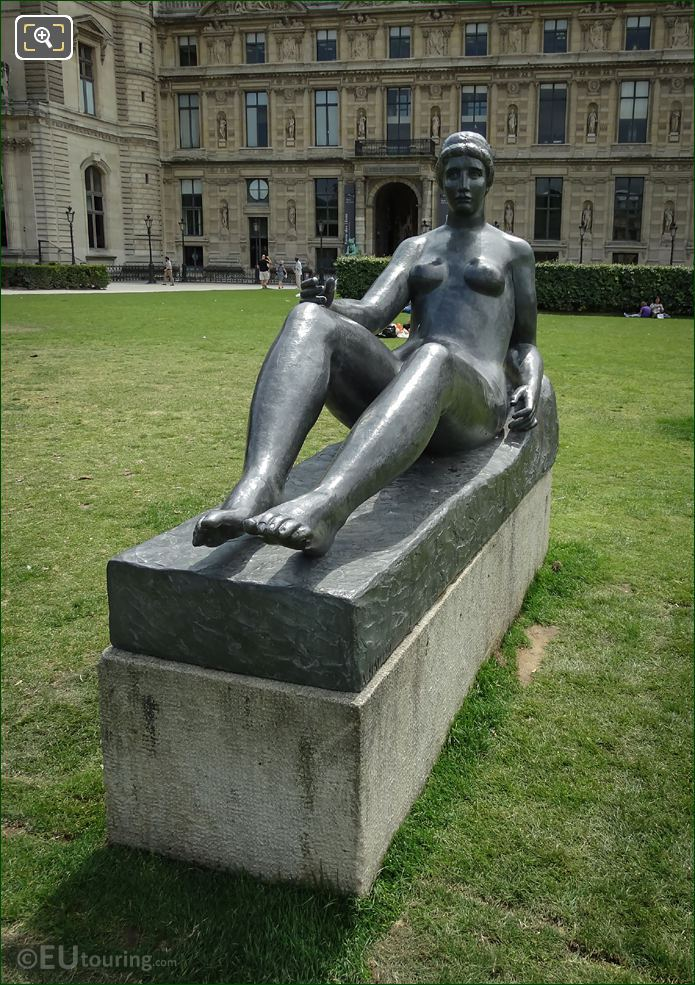 La Jeune Fille Allongee Statue Front