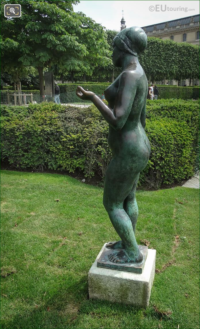L'Ete Statue Side View