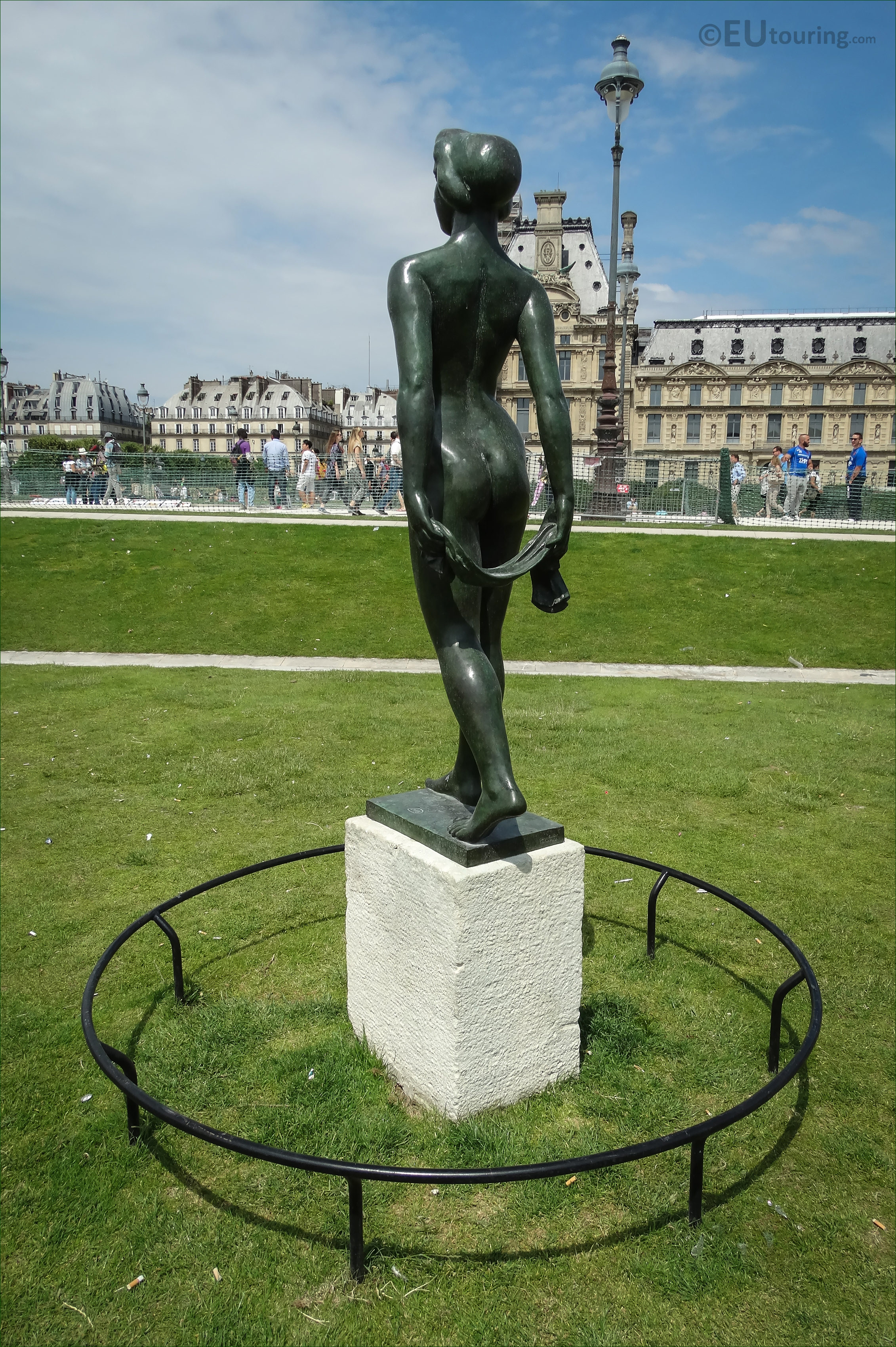 Photos of ile de france statue by artist aristide maillol for Restaurant jardin ile de france