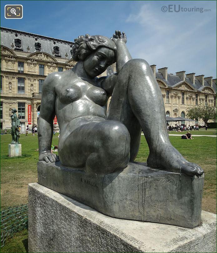 Jardin Du Carrousel Statue Montagne