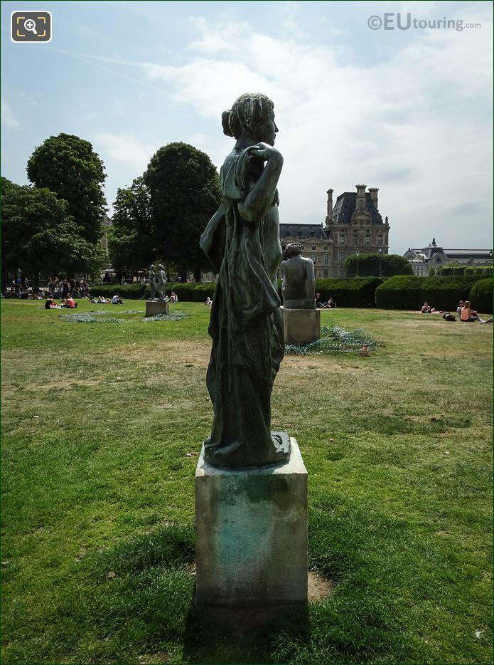 Jardin Des Tuileries Statue La Baigneuse Drapee