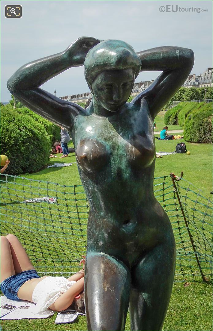 Bronze Statue Baigneuse Se Coiffant