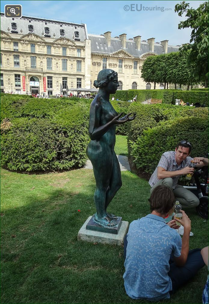 La Nymphe Statue Musee Du Louvre