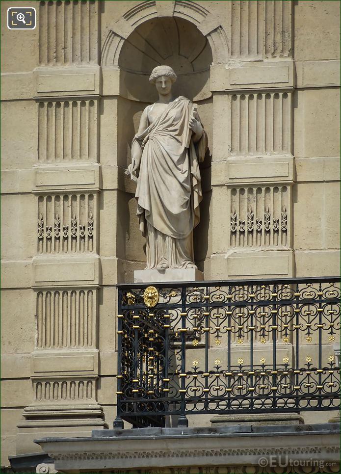 Clio Statue On Aile De Marsan