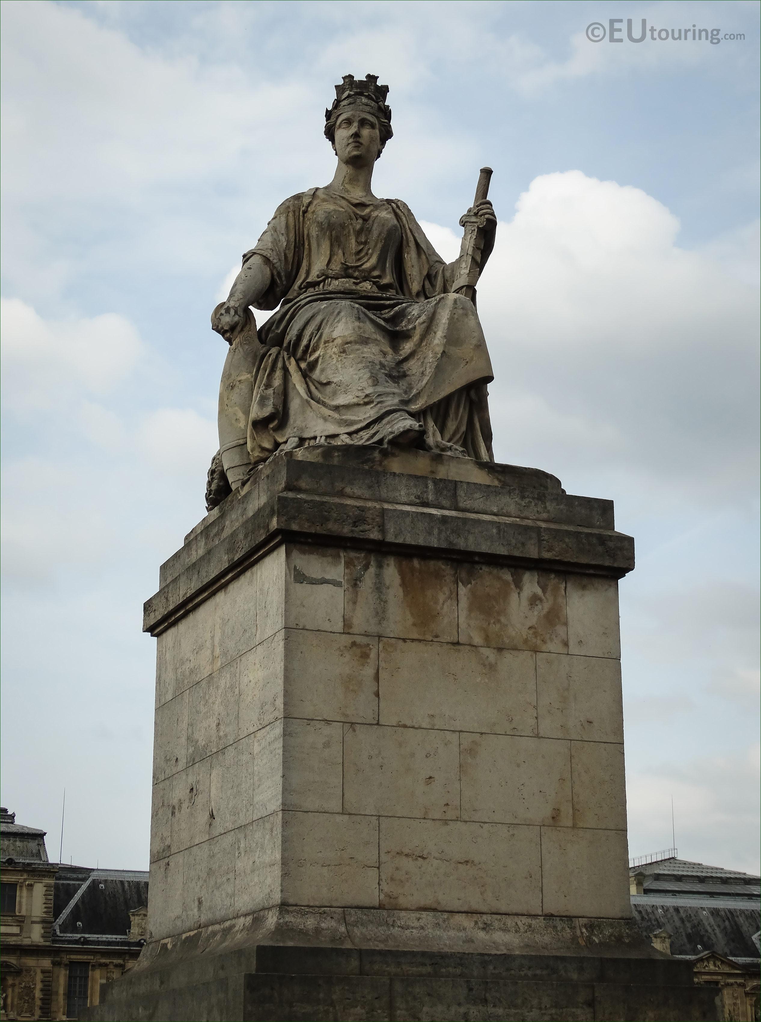 Photos of La Ville de Paris statue on the Pont du Carrousel - Page 291