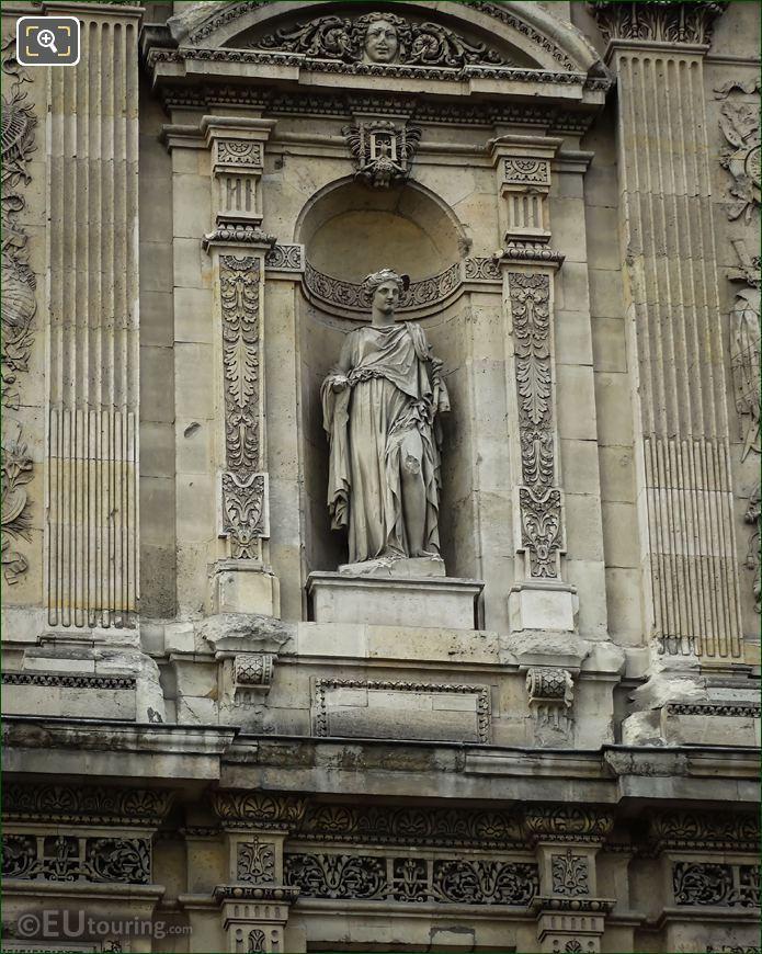 Le Commerce Statue Grande Galerie Orientale