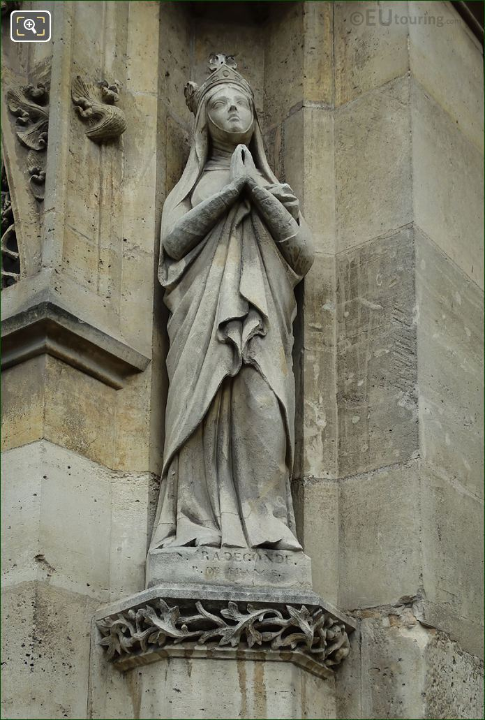 Sainte Radegonde Statue On Eglise Saint-Germain l'Auxerrois
