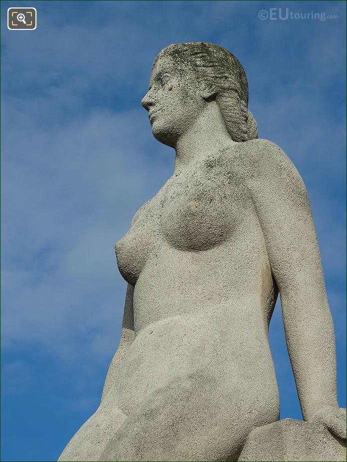 La Femme Statue Jardins Du Trocadero