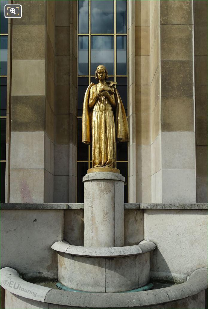 Les Oiseaux Statue Front