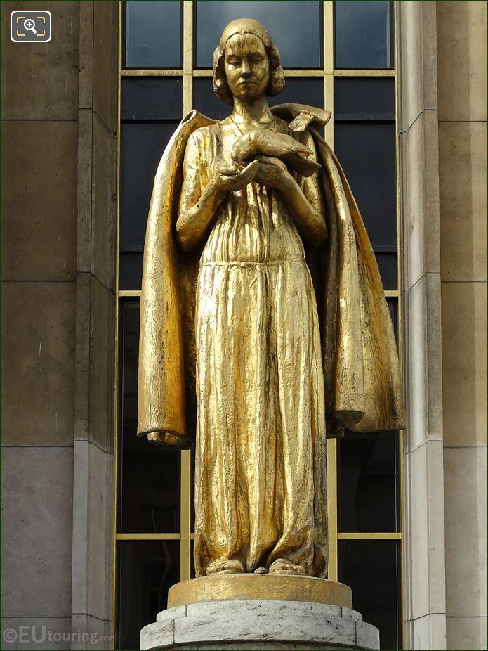 Golden Les Oiseaux Statue Palais Chaillot