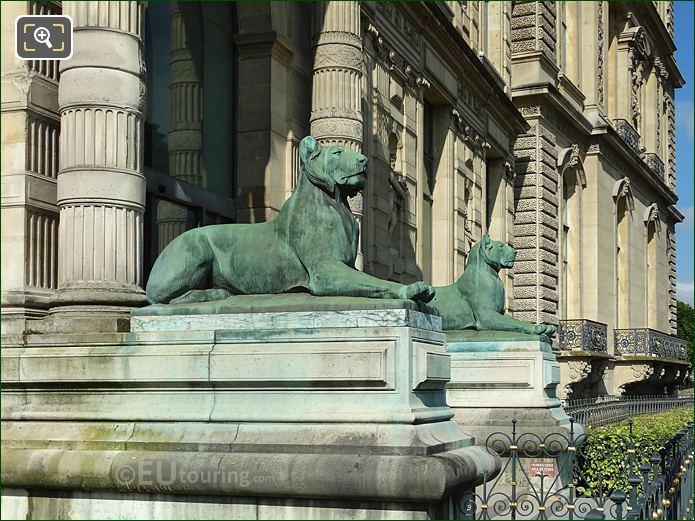 Aile De Flore Lioness Statues Musee Louvre
