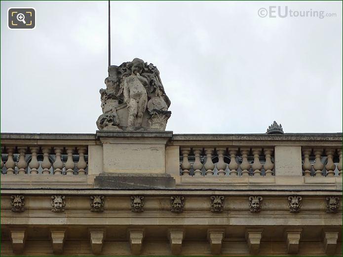 Top Facade Aile En Retour Mollien With L'Art Grec Statue