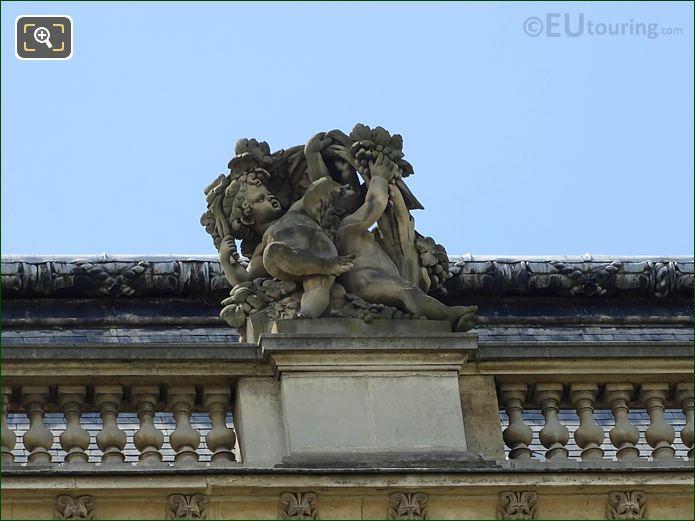 Les Vendanges Statue On Pavillon Des Etats