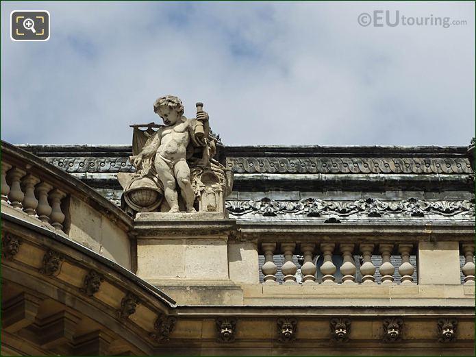South Facade Rotonde De Beavais Les Decouvertes Maritimes Statue