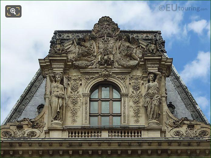 Terre Et l'Eau Sculpture On Pavillon Colbert