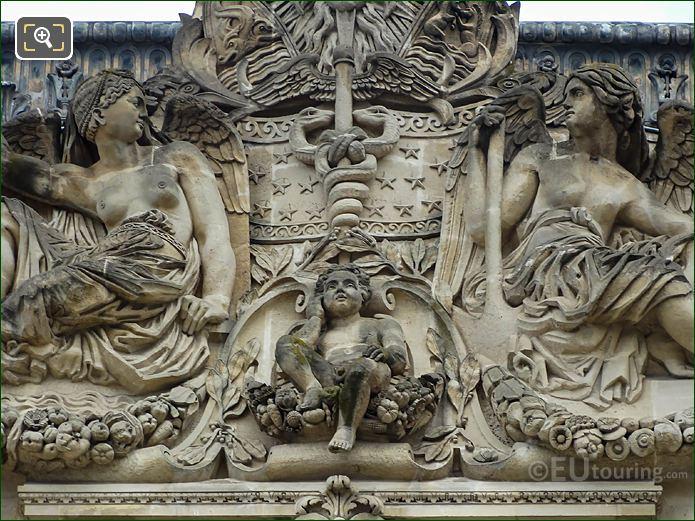 Centre Of Terre Et l'Eau Sculpture